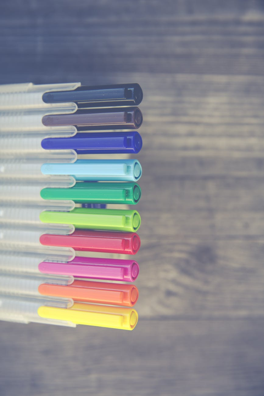 colored pen set at daytime